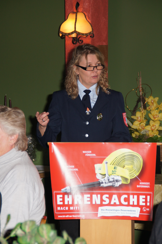 1. Vorsitzende Gabriele Renner bei der Eröffnung der Jahreshauptversammlung 2013